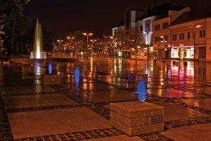 Zvolenské námestie v noci.
