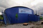 Bioplynová stanica na báze hnojovice v areáli Roľníckeho a poľnohospodárskeho družstva v Zuberci.