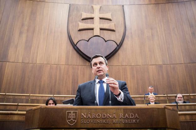 Nový šéf parlamentu počas prvého príhovoru.