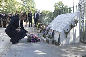 Čaputová položila kyticu pred parížskym hudobným klubom Bataclan, v ktorom pri teroristickom útoku 13. novembra 2015 zahynulo 90 ľudí.