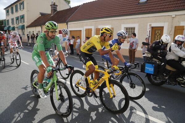 Zľava: Peter Sagan, Egan Bernal a Julian Alaphilippe počas poslednej 21. etapy na Tour de France 2019.