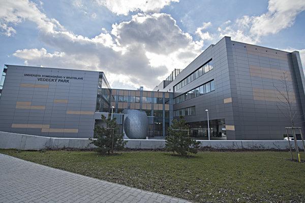 Budova vedeckého parku Univerzity Komenského v Bratislave.
