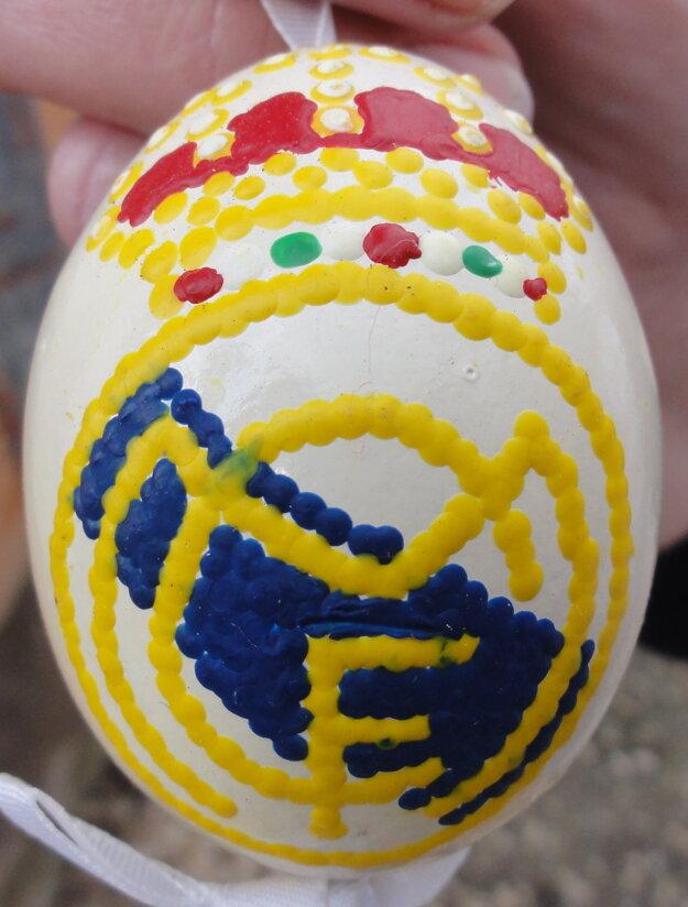 Kraslica pre synov pani Zuzany, ktorí sa venujú futbalu. Na vajíčku je logo futbalového veľkoklubu Real Madrid.