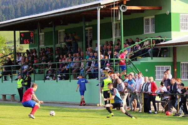 V Oravskej Porube vyrástol pekný futbalový areál.