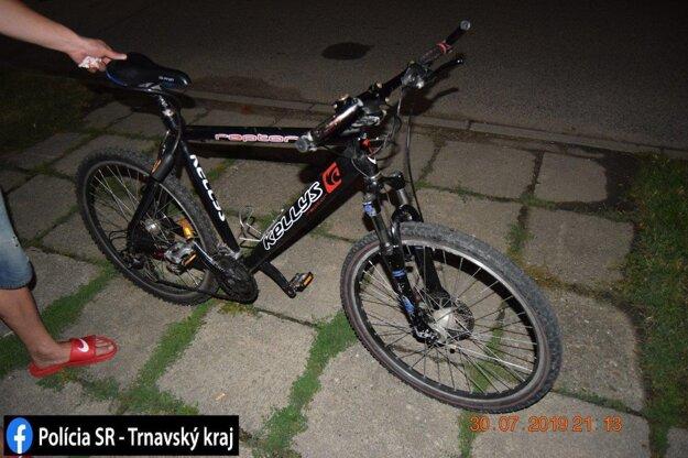 Cyklista spôsobil škodu za stovky eur.