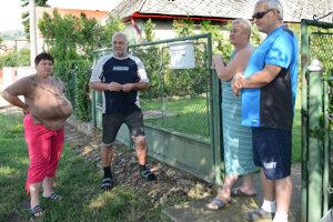 Znepokojenie nad situáciou vyjadrili aj tí obyvatelia, ktorí nie sú chovateľmi zvierat.