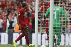 Joel Matip po strelenom góle v zápase anglického superpohára Community Shield 2019 FC Liverpool - Manchester City.