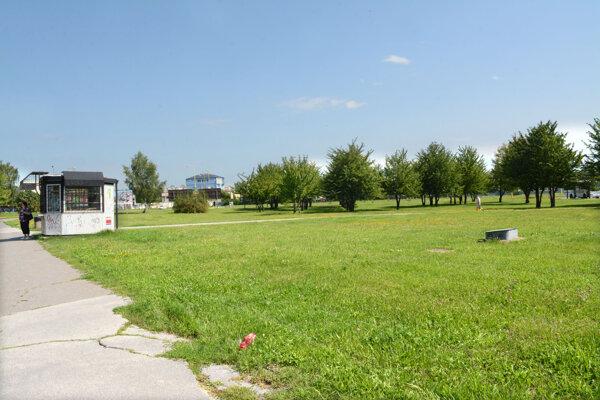 Na rohu Popradskej a Jedlíkovej má stáť nové obchodné centrum. Košičania sú proti.