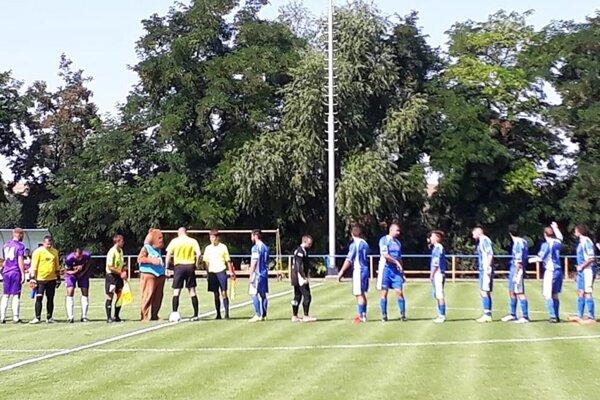 Futbalisti Nitrianskych Hrnčiaroviec zvíťazili na Dyčke hokejovým výsledkom 6:4.