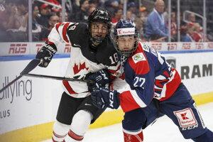 Samuel Kňažko (v pravo) v zápase proti Kanade na ilustračnej fotografii.