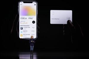 Virtuálna kreditná karta a fyzická karta z titánu.