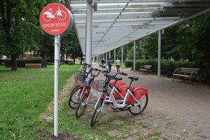 Zdieľané bicykle v Poprade.
