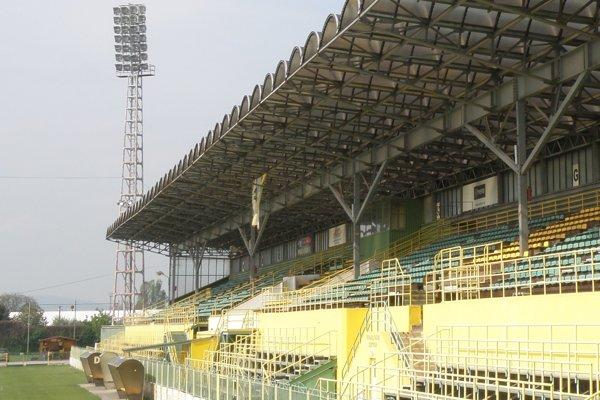 Futbalový štadión v Prievidzi chcú zrekonštruovať do 30. júna 2018.