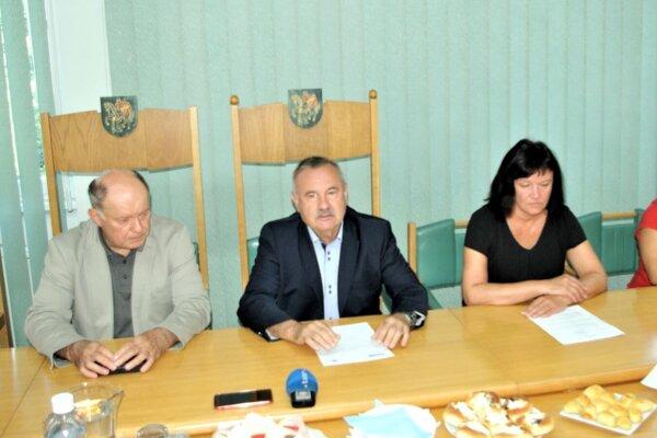 Nadáciu predstavili zástupcovia mesta na tlačovej konferencii.