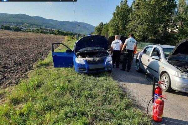 Autá medzi sebou zrejme nedodržali bezpečnú vzdialenosť.