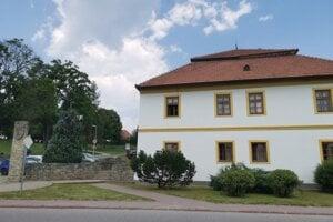 Obecný úrad v Markušovciach, obci bol doručený protest prokurátora. Obec mu nevyhovie.
