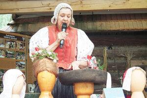 Etnografka Elena Beňušová porozprávala o niekdajších pokrývkach hlavy.