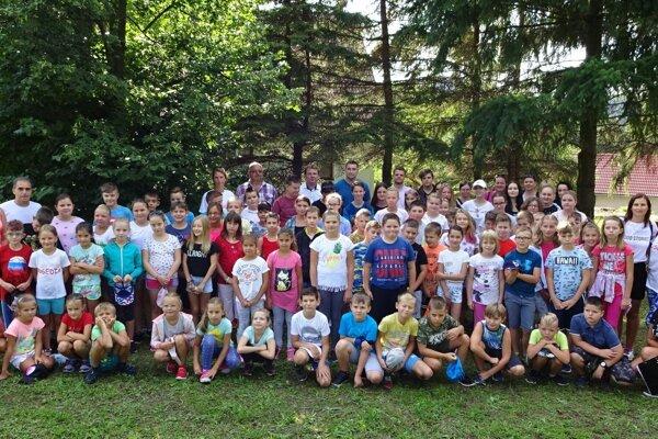 Účastníci tábora Susedia.
