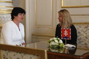 Verejná ochrankyňa práv Mária Patakyová a prezidentka SR Zuzana Čaputová počas stretnutia.