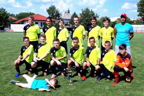 Víťazný tím FK Mojmírovce U15.