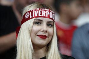 Fanúšička FC Liverpool pred Superpohárom UEFA medzi FC Liverpool - Chelsea Londýn.