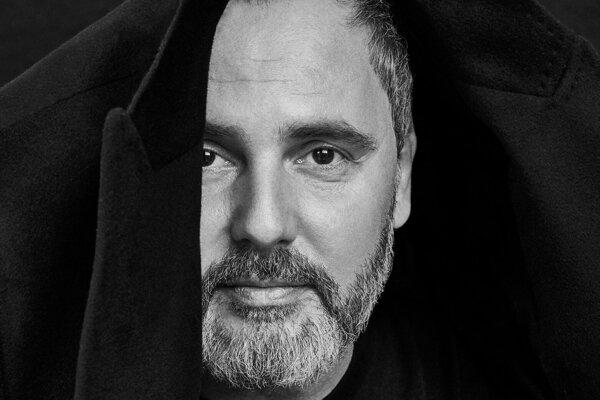Spevák skupiny Hex Peter Ďuďo Dudák zomrel na rakovinu vo veku 46 rokov.