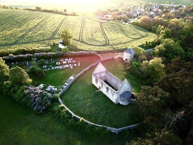 Kostolík v Haluziciach