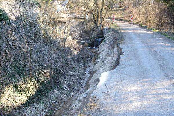 Cesta v Košickej Novej Vsi je od marca uzavretá.