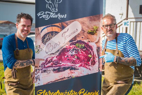 Minulý rok sa v kulinárskej šou predviedla dvojica šéfkuchárov. Gabo Kocák hostil v minulosti hollywoodske hviezdy vo vychýrených Michelinových reštauráciách, Ivan Rusina zas žal úspechy v televíznej šou Masterchef.