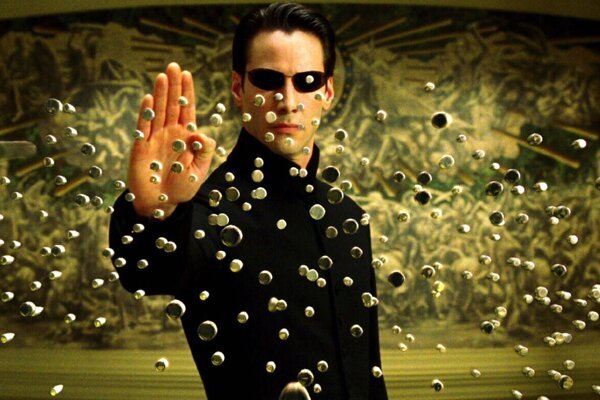 Keanu Reeves vo filme Matrix.