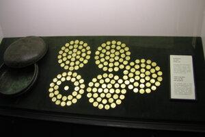Po strate mince ich poukladali tak, aby ich bolo možné jednoducho spočítať