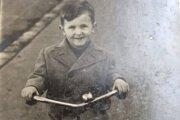 Zachránený židovský chlapec v čase vojny.