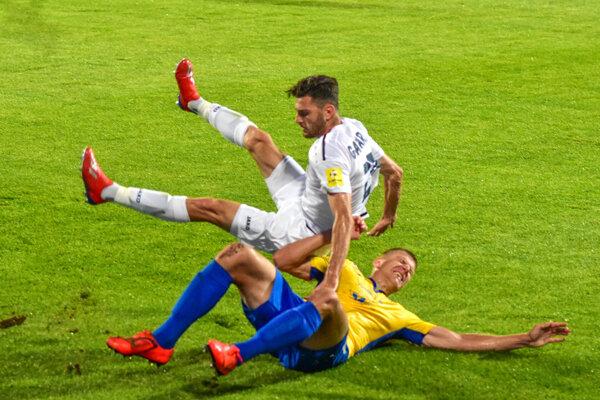 Nikola Gatarič (v bielom) bol najnebezpečnejší hráč Nitry proti DAC-u.