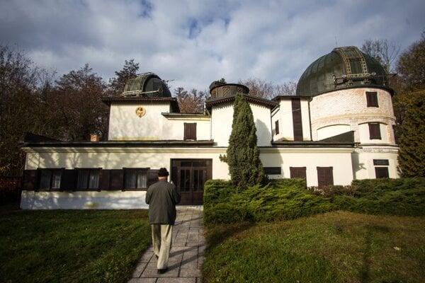 Hurbanovská hvezdáreň je najstaršou na Slovensku, založili ju v roku 1871.