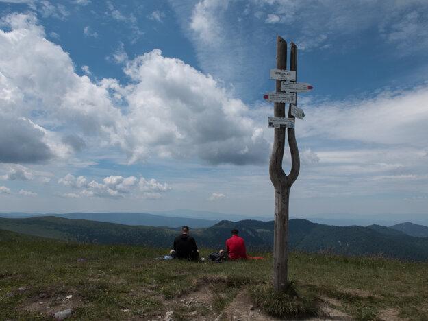 Ostredok rázcestie (1 593 m)