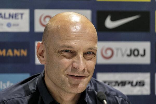 Tréner tímu SR 21 Adrian Guľa počas nominačnej tlačovej konferencie na kvalifikačný zápas ME proti Azerbajdžanu.