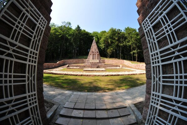 Obnovený pamätník v Kremničke