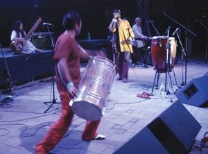 hlavnou hviezdou tohtoročných nočných vĺn bola briská formácia transglobal underground, ktorá potešila najmä priaznivcov world music