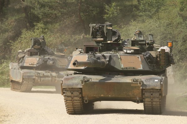 Americký tank M-1A2 na cvičení.