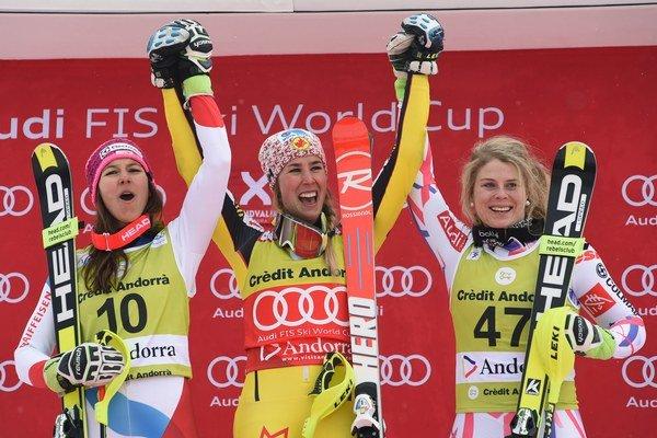 Víťazka Gagnová (uprostred) n stupni víťazov spolu s Wendy Holdenerovou (vľavo) a Anne-Sophie Barthetovou.