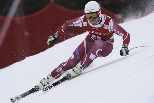 Domáci pretekár Kjetill Jansrud zvíťazil v nedeľňajšom super-G Svetového pohára.