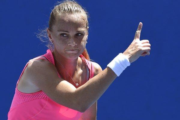 Nezabúdajte aj na mňa! Akoby symbolizovalo gesto našej tenistky počas jedného z tohtoročných zápasov.