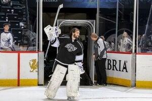 Slovenský brankár Peter Budaj chytá v tejto sezóne vo farmárskej AHL. Teraz je však v prvom tíme Los Angeles Kings.