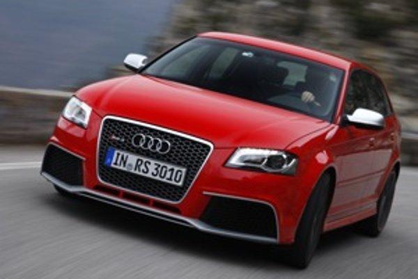 Audi uviedlo mopdel RS 3 Sportback na tratiach rely monte Carlo. Právom, lebo to auto je zábavné na úzkej trati a s ochotou zatáča.