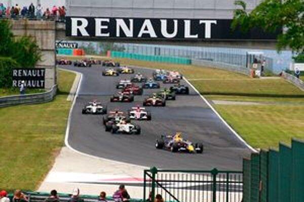 World Series by Renault je vlastne automobilový cirkus dielne Renault Sport. Otázne je, či sú magnetom preteky alebo celá show. Isté je akurát to, že takto má vyzerať motoršportové podujatie na okruhu bez nudy.