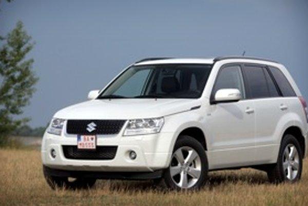 Oproti mladším a modernejším konkurentom kategórie SUV je Grand Vitara odolnejším protivníkom v teréne. Dominuje v tvrdších prevádzkových podmienkach ako poľovačka a zememeračstvo.