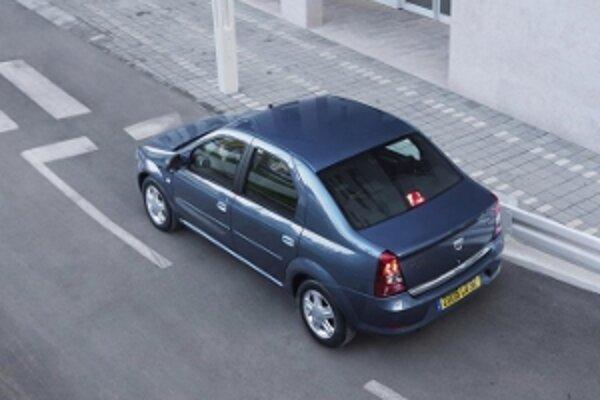 Logan debutoval v roku 2004 a o štyri roky neskôr ho modernizovali. Sedan aktuálne pod rôznymi názvami vyrábajú v ôsmich krajinách sveta.
