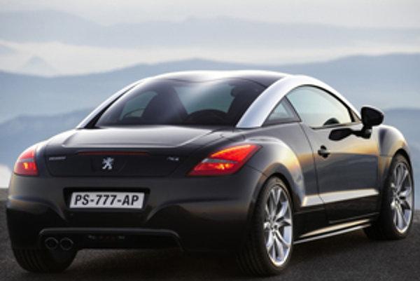 Peugeot RCZ má podobne ako Audi TT alebo iné športové autá výsuvné krídlo, zvyšujúce prítlak zadnej nápravy.