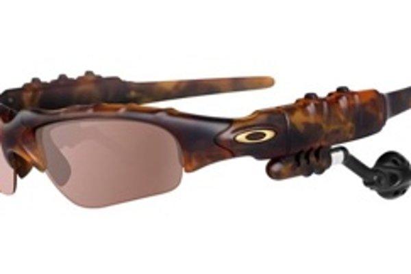 Okuliare s integrovaným MP3 prehrávačom neboli predajným hitom, podľa vyjadrení spoločnosti Oakley si na seba zarobili.
