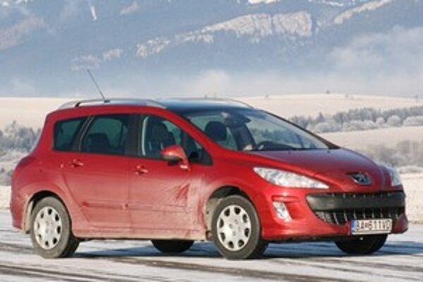 Benzínový Peugeot v zime už po necelých štyroch kilometroch jazdy efektívne kúri.